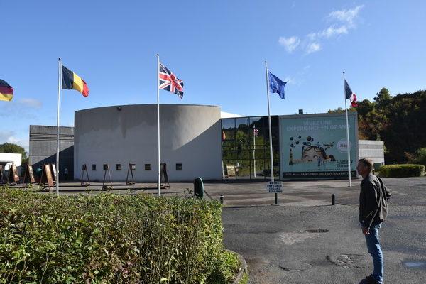La Cupole, ett mycket stort och annorlunda militärhistoriskt museum.