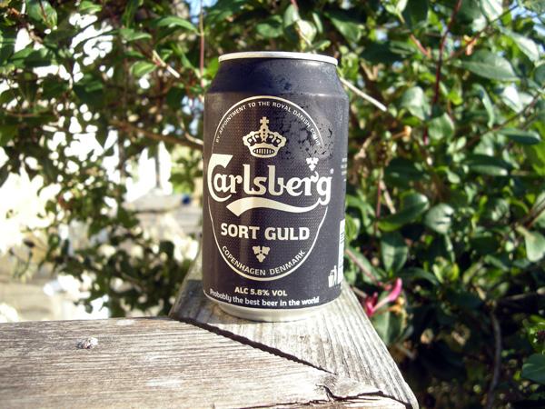 Kall ljuvlig dryck i samband med hårt arbete vid grillen!