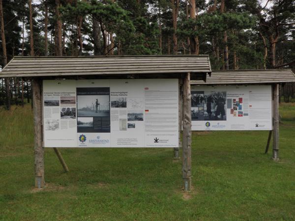 Överraskande informativa skyltar vid Rinkaby i Skåne.