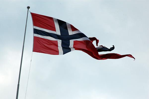 Tankarna går till broderlandet Norge, och det känns ganska tungt idag!