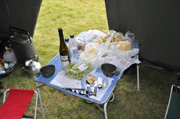 Ett dignande bord, fjärran från den engelska maten som bjöds i området!