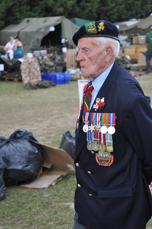 En tvättäkta veteran med bl a medaljer från deltagandet i invasionen i Normandie.