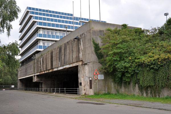 "Ubåtsbunkern Hornisse med sina nya ""överbyggnad""."