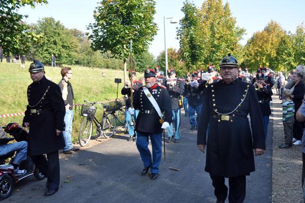 Vaktparaden under eskort av konstaplar ur Köpenhamns polisväsende.