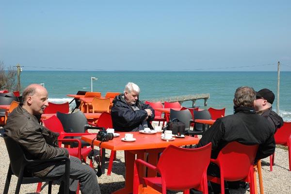 Dagens vackra väder inbjöd till lite slöande och kaffe på restaurangens terrass