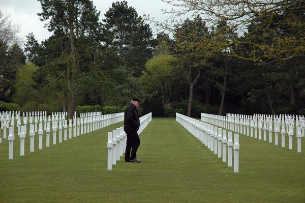 En stund eftertanke om vårt intresses verklighet. Den stora amerikanska krigskyrkogården i Saint-Laurent-sur-Mer.