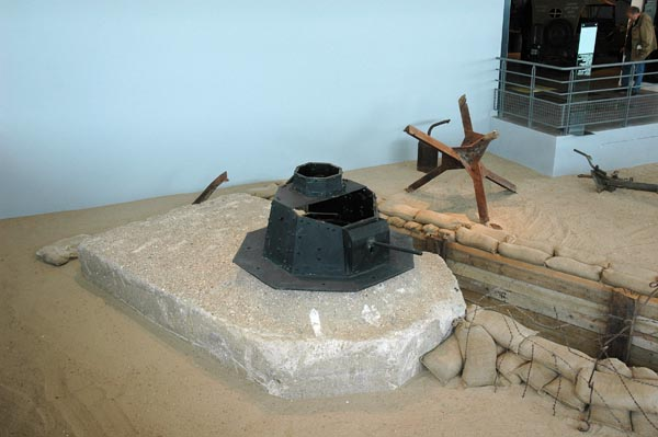 En av Utah Beach museums många nya utställningsscenarier. Här ett tyskt motståndsnäste komplett med bunker, löpgrav och hinder. Imponerande!