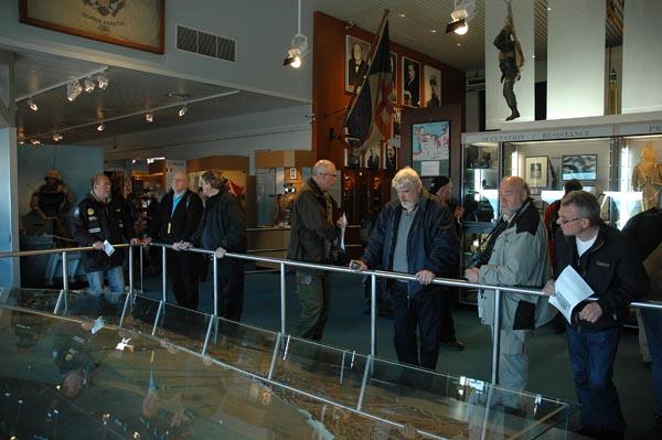 Museet i Arromanches fokuserar på de speciella sk Mulberry-hamnar som byggdes upp vid invasionskusten. Den engelska låg placerad precis här. På skicklig gjorda modeller kunde man se hur hamnarna fungerat.