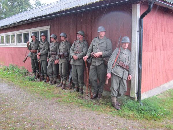 Vädret var inte alltid på 7.Motorbrigades sida. Men man kan ta skydd.....