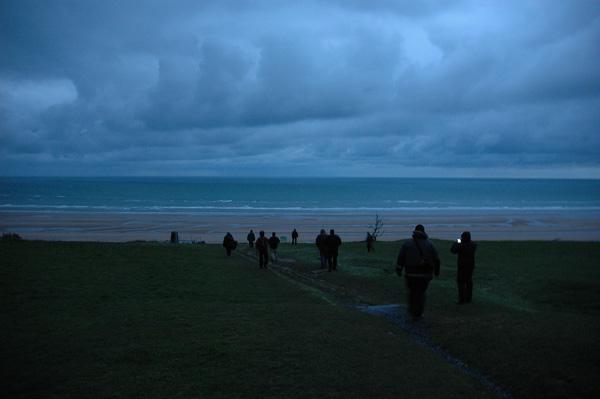 En historiskt morgonögonblick. Gryning över Omaha Beach.