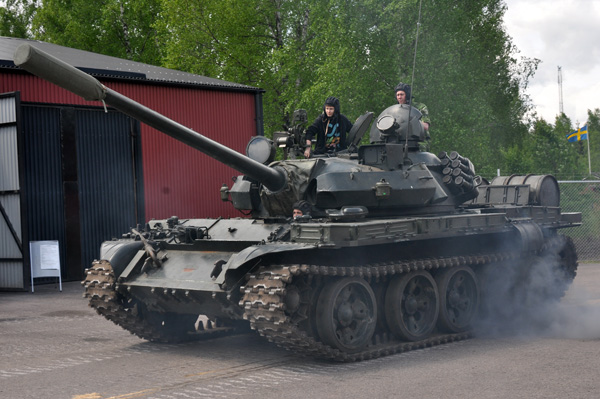 Polsk (Sovjetisk) stridsvagn T-55 under generalsbefäl.