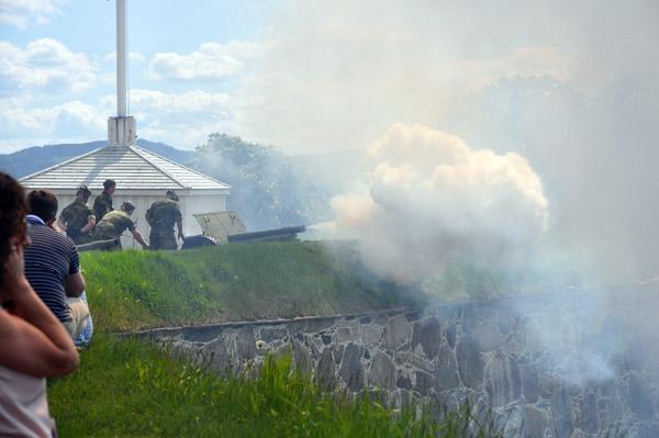Salut på unionsupplösningsdagen vid Kongsvingers fästning