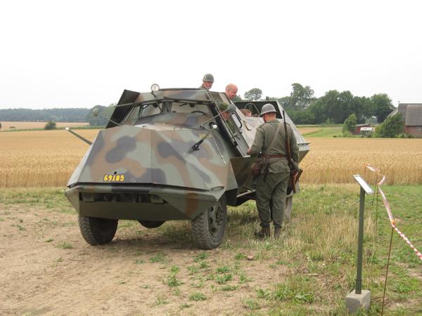 Att åka pansarbil var populärt.