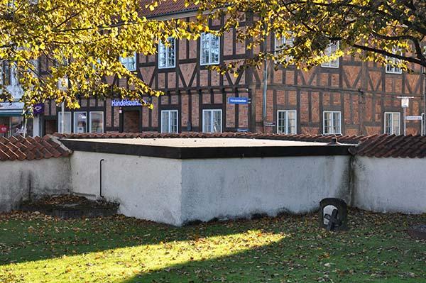 Stadsvärnet K 2, väl gömt bakom kyrkogårdmuren precis intill Stortorget i Karlshamn.