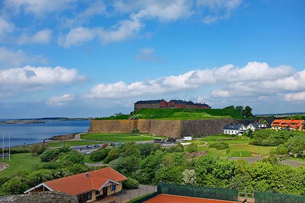 Varbergs fästning en strålande dag. (foto: Lars Dahlbom)