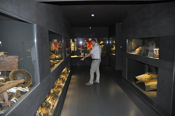 Museet i Malmedy var en glad överraskning. Här blir t o m Johan imponerad.