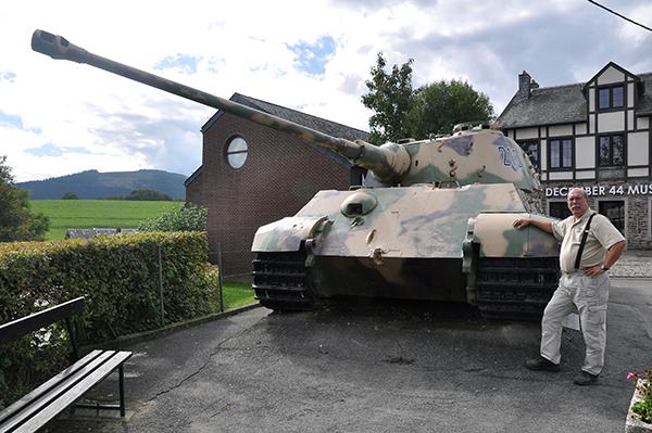 Mäktig, en av andra världskriget beryktade stridsvagnar. Här måste man ju bara vara med på en bild