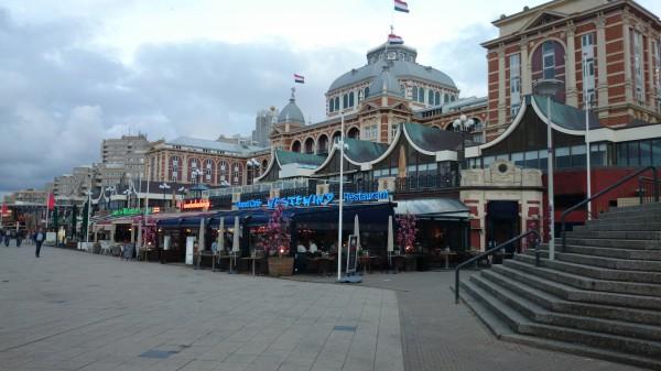 Centrum i Scheveningen med det stora hotellkomplexet.