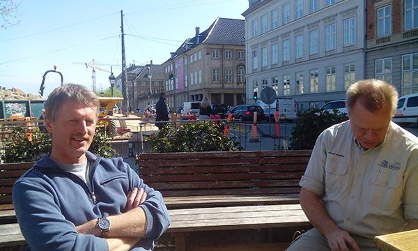 I väntan på en god öl i Köpenhamn med kollegorna Ola och Johan.