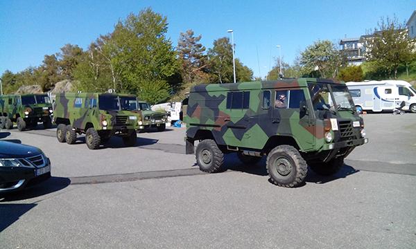 """""""veteranbilarna"""" kör hemåt från fortet."""