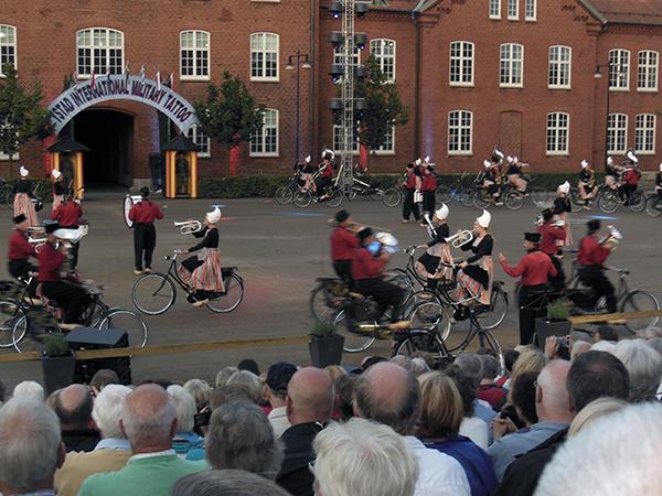 Cyklande holländare med specialbyggda cyklar. (foto: Johan Andrée)