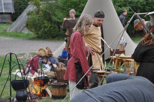 Vikingarna förbereder lunchen.