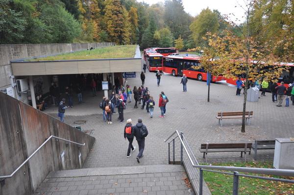 Bussarna som skall ta oss upp till 1700 meters nivån.