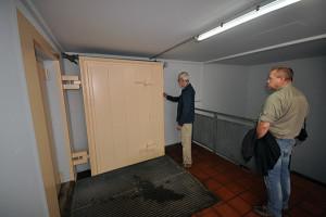 Dörrarna som avslöjade att det var inget vanligt garage.