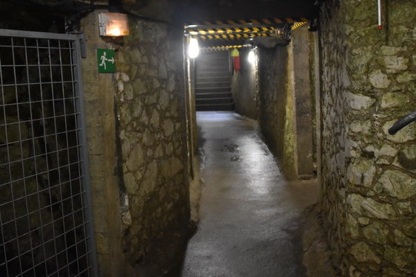 Väl underhålla tunnlar cirka 7-10 meter under marken. De djupaste tunnelavsnitten låg 30 meter under marken.