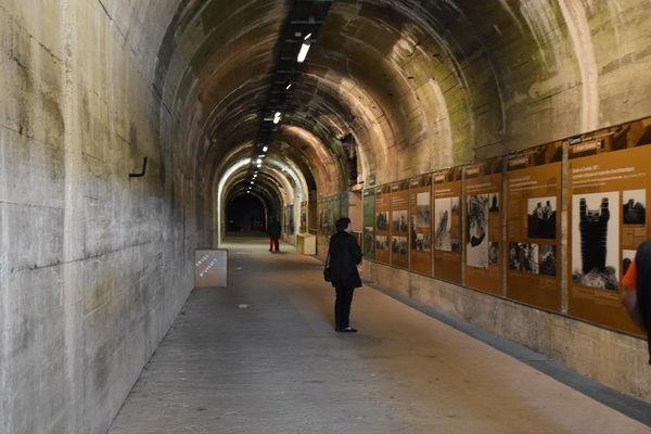 En av de många tunnlarna. Här precis vid ingången fanns en utställning om stridvagnens roll i krigföringen(!)
